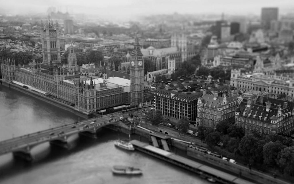 12-London-cherno-belye-oboi-1440x900