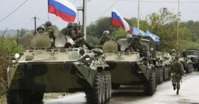 В-Донецкую-область-направляется-колонна-танков-и-БТР-под-российскими-флагами-692x360 (1)