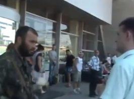 Смелая луганчанка «послала» вооруженного «защитника» ЛНР на вокзале