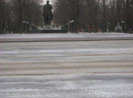 Руководство «ЛНР» украсило опустевший Луганск (фоторепортаж)