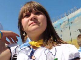Вера Савченко и нардеп Мельничук вручили луганчанке посмертную награду её отца погибшего в АТО