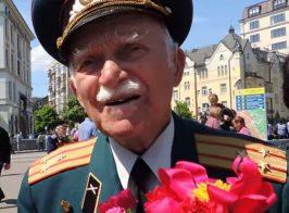 Киевские ветераны ВОВ поздравили своих однополчан из Луганска и Донецка