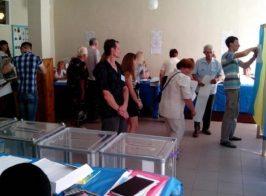 Выборы в Чернигове: 17 женщин и начальник ОБНОН против журналистов