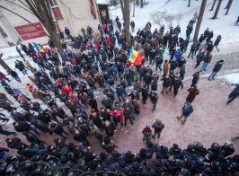 Майдан в Молдове. Митингующие окружили здание парламента. Прямая трансляция