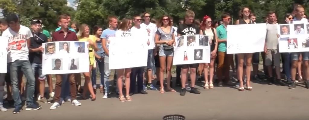 Фашизм в столице ЛНР: Студенты разрывали луганских журналистов