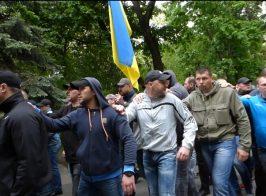 Кремлевские уголовники-титушки охраняли «ряженых» ветеранов на 9 мая в Киеве
