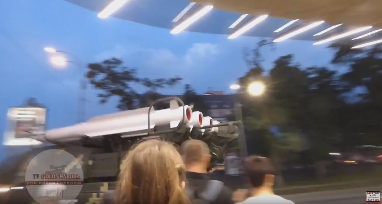В Киеве ЗРК «Бук» въехал в бизнес-центр. Полное видео происшествия