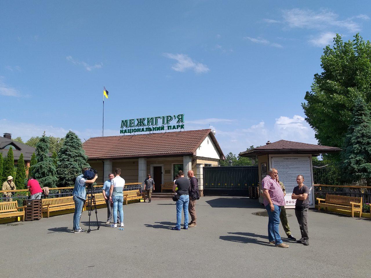 Межигорье закрыто для посетителей. Люди Януковича готовят рейдерский захват