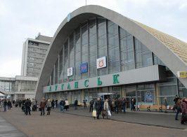 «Луганский ЖД вокзал стал похож на Чернобыль». Блогер показал как сейчас выглядит ЖД станция в «столице ЛНР»
