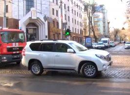 Нардеп «Юзик» возле сгоревшего в Одессе здания заблокировал проезд для пожарной машины
