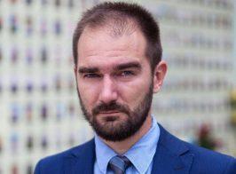 Нардеп Юрченко во время заседания ВР занялся делами любовными и отложил государственные