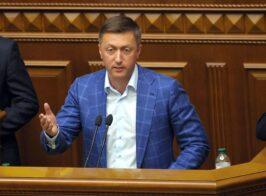 Нардеп Лабазюк зарабатывает на дорогах, но по Украине перемещается на вертолёте