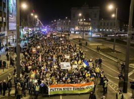 Венгры встречают Путина плакатами с надписями «Achtung Russia»