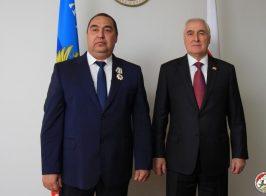 Луганских предателей Украины наградили в Южной Осетии и обучили эффективно притеснять права населения