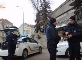 Вооруженные люди захватили киевский отель и прогнали полицию. Силовики бездействуют