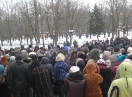 «Киевская хунта» устроила акции протеста в центре ЛНР