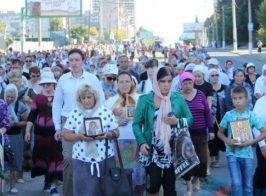 В день города Луганска русский мир вывел на улицы тысячи религиозных фанатиков
