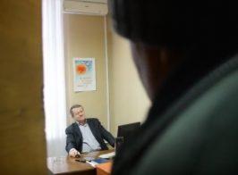 Самопровозглашенный мер Северодонецка выгоняет из кабинета советников отправленного в отставку В.Казакова