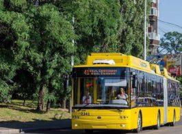 «Теперь ты десятый! Иди на х… отсюда»- пассажир вытолкал водителя из троллейбуса